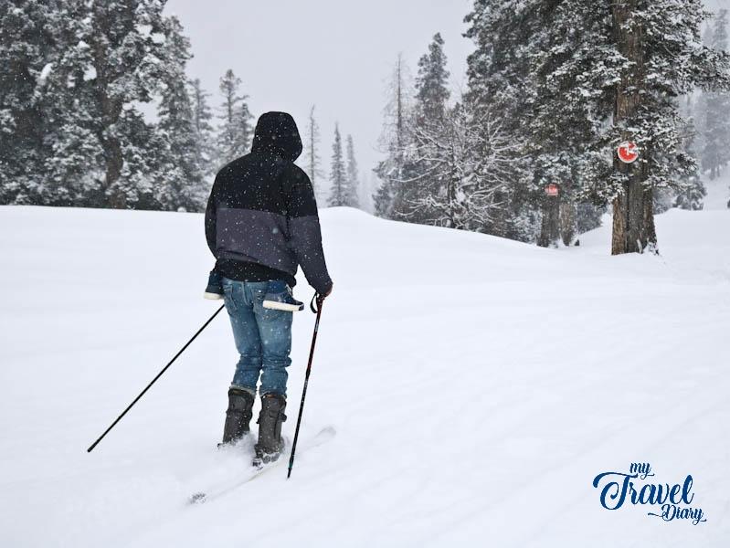 Man skiing in Gulmarg, Kashmir