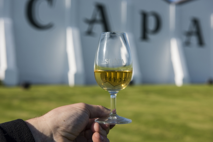 Scapa_Whisky_Glass_at_Scapa_Distillery_Orkney_Scotland