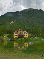 فندق بورام سي مطل على بحيرة دوبياكو بولزانو