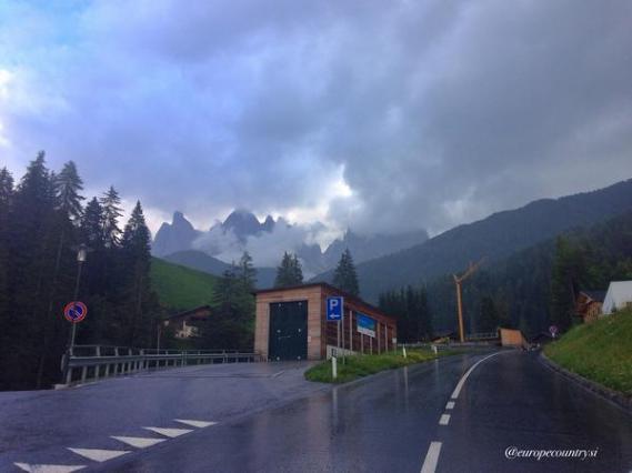شارع في الريف الإيطالي