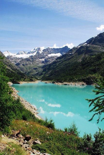 مياه بحيرة دي مولان زرقاء