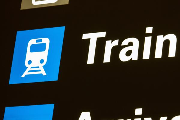 الذهاب للمطار بالقطار