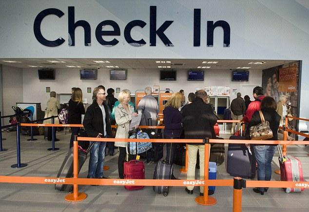عند الدخول الى المطار :