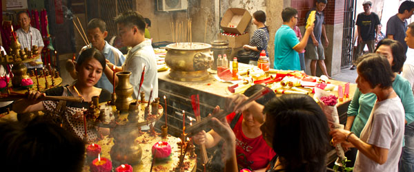 Chinese-Malay worshipers in Georgetown's Kuan Yin Teng Temple. Photo credit Nicolas Fleury.
