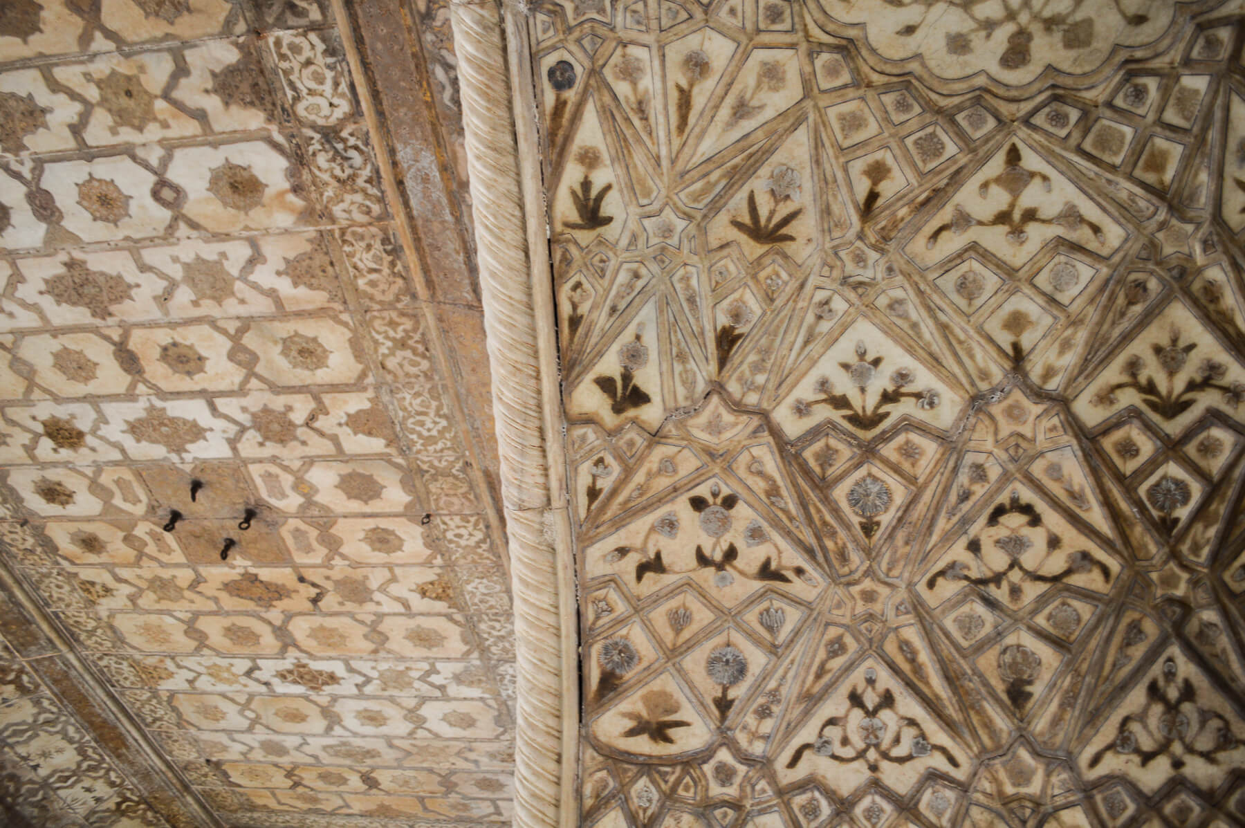 Marble tiled pattern on the ceiling