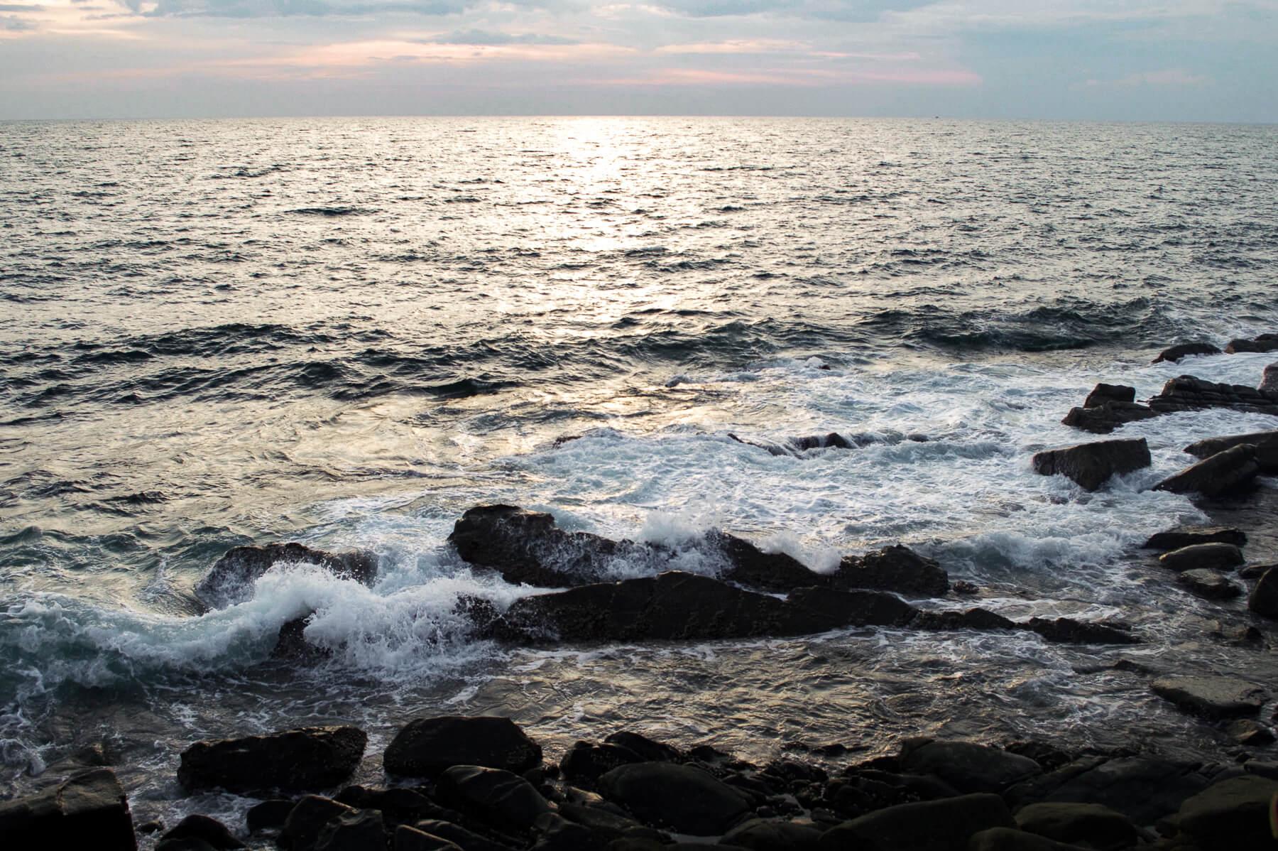 Choppy waves crashing into the rocks