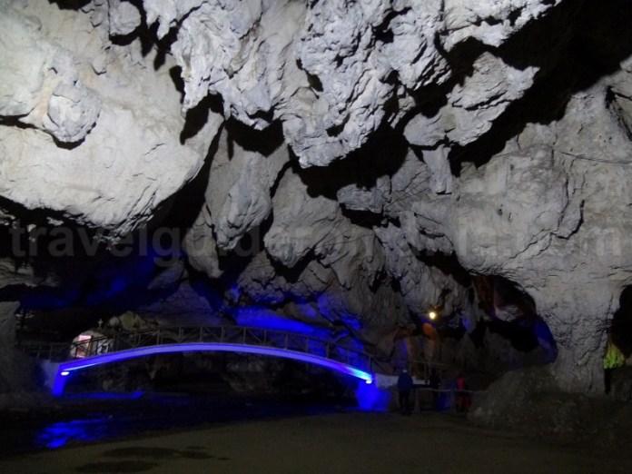 Pestera Bolii - pesteri amenajate turistic