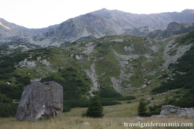 Parangul Mare peak seen from Stana Rosiile area