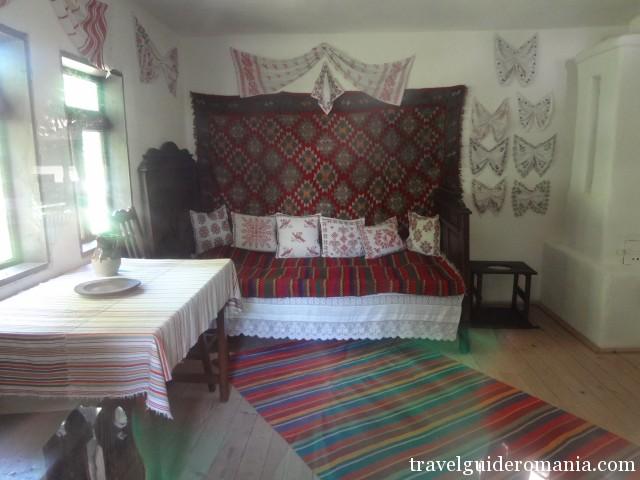Interior de casa traditionala din zona Arges