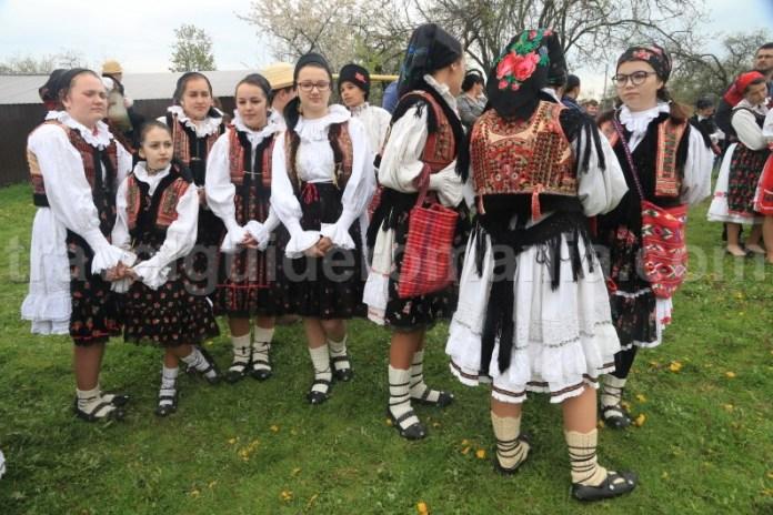 Port popular romanesc - traditii si obiceiuri