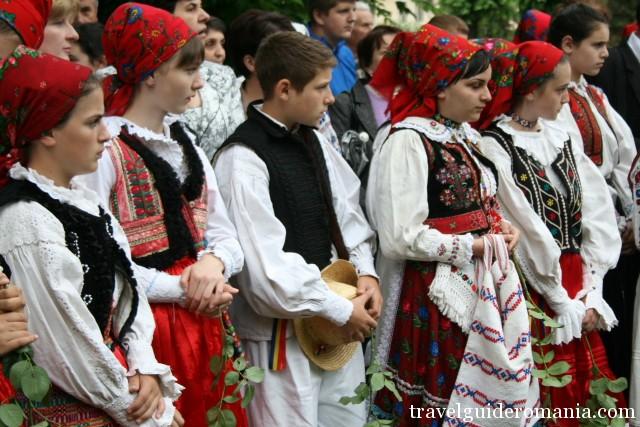 Copii la festival traditional romanesc