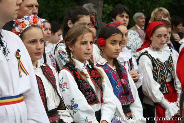 Costume traditionale romanesti