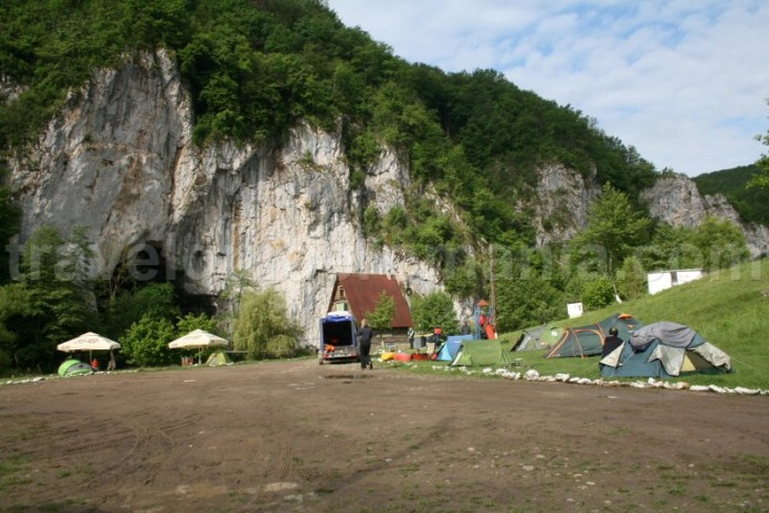 Camping la Pestera Ungurul Mare - Suncuius