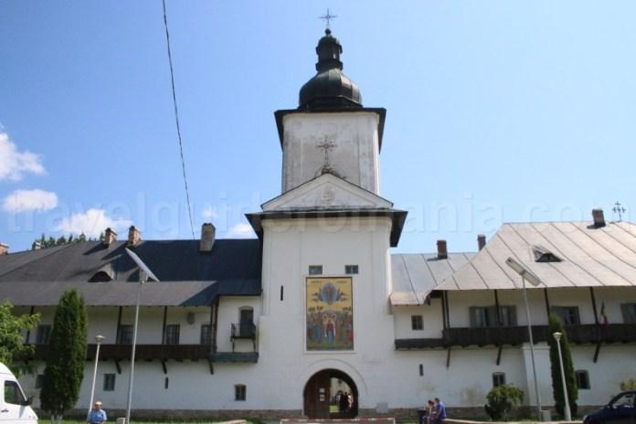 Accesul in incinta Manastirii Neamț - Moldova