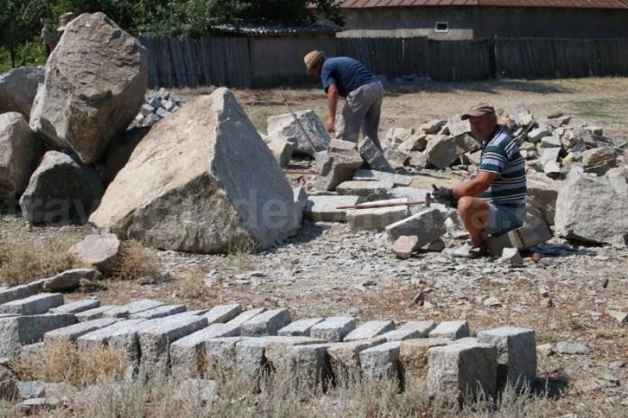 Cioplitori in piatra - satul Greci - Dobrogea