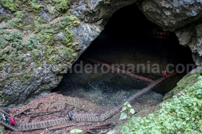 Portalul pesterii Ghetarul de la Scarisoara