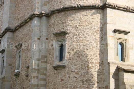Detalii decorative ale bisericii Manastirii Dragomirna - Bucovina