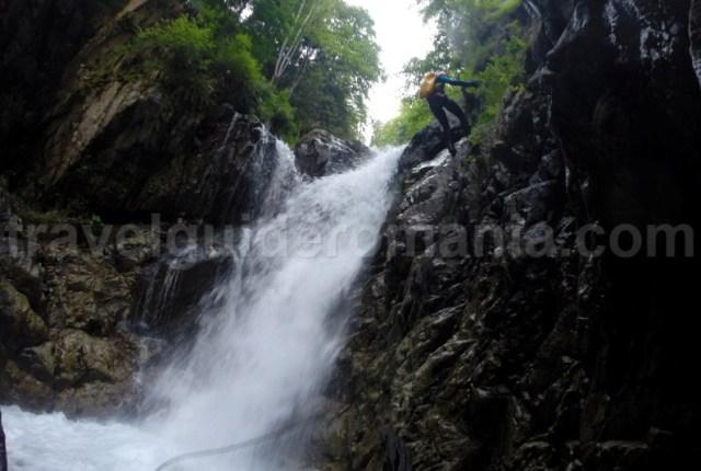 Atractii turistice din Valea Jiului - Canionul Valea Marii