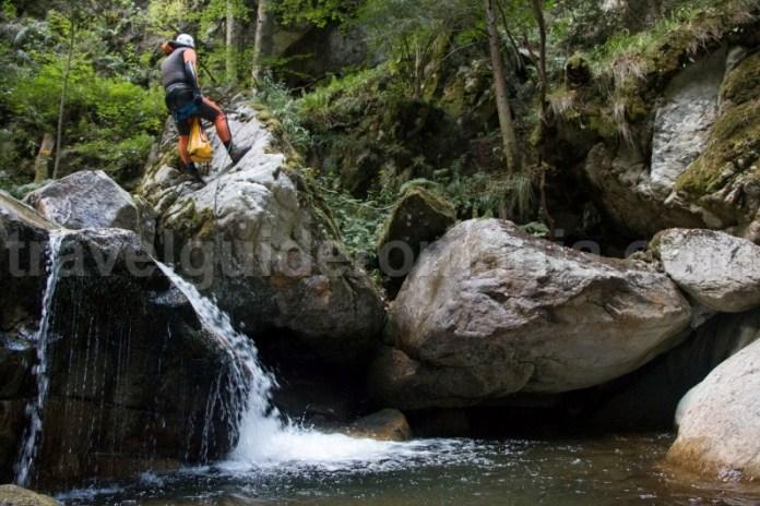Prima cascada din canionul Calea Marii - Muntii Retezat
