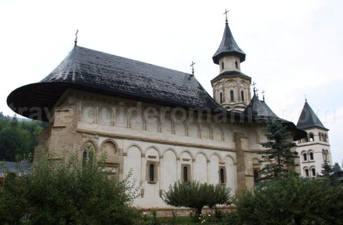 Manastiri din Bucovina - Biserica si manastirea Putna