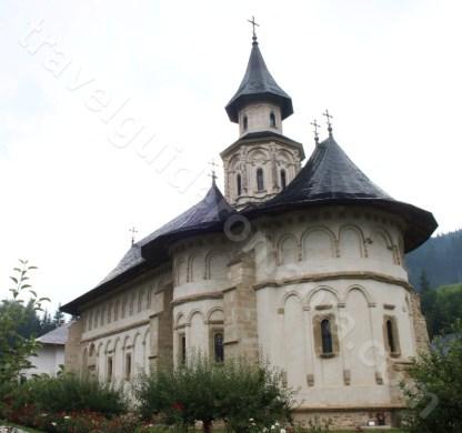 Obiective turistice din Bucovina - Manastirea Putna