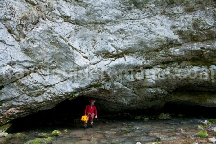 Intrarea Pesterii cu Aluviuni - Cheile Galbenei - Muntii Apuseni