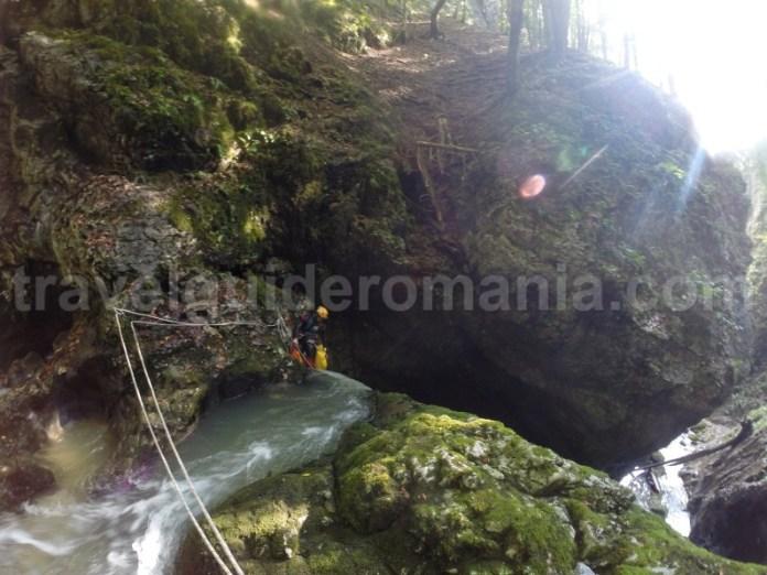 Tehnica de canyoning in Canionul Galbenei - Muntii Apuseni