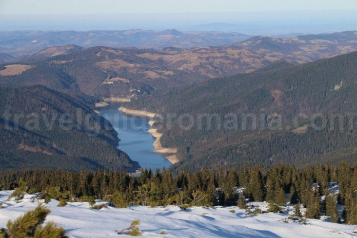 Lacul Dragan vazut de pe Varful Buteasa - Muntii Bihor Vladeasa