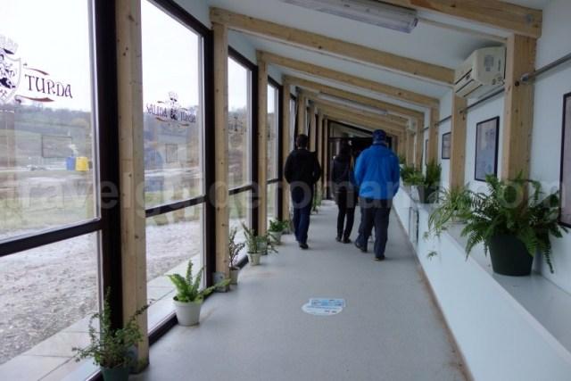 Intrare turisti in Salina Turda