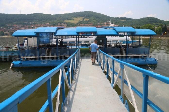 imbarcare-pentru-plimbari-cu-vaporasul-pe-dunarea-din-orasul-orsova