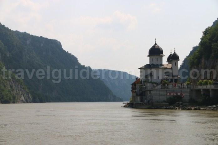 manastirea-mraconia-cazanele-dunarii
