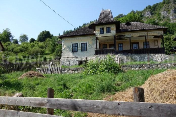 Satul Podu Dambovitei