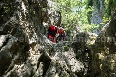 Turism de aventura in Romania - canyoning in Piatra Craiului