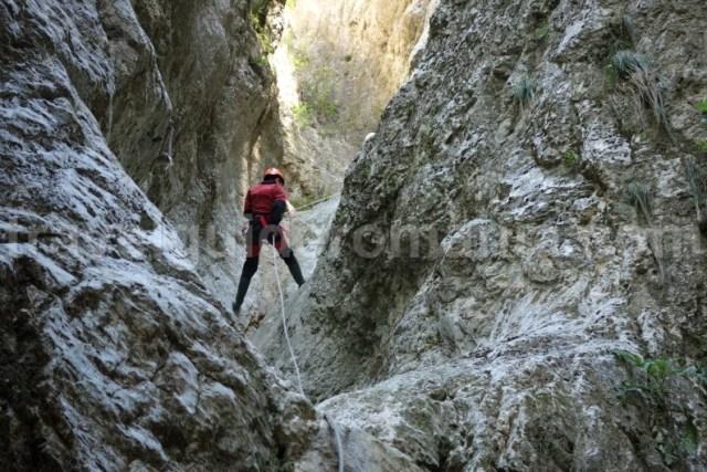 Turism de aventura in Romania - canyoning la Podu Dambovitei