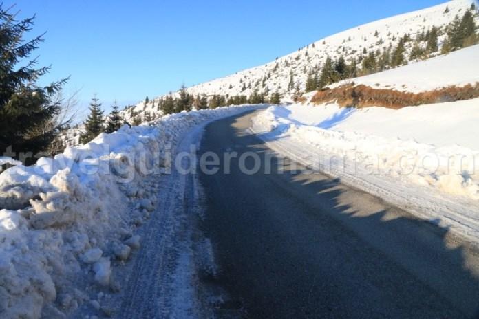 Drumul spre Muntele Mic