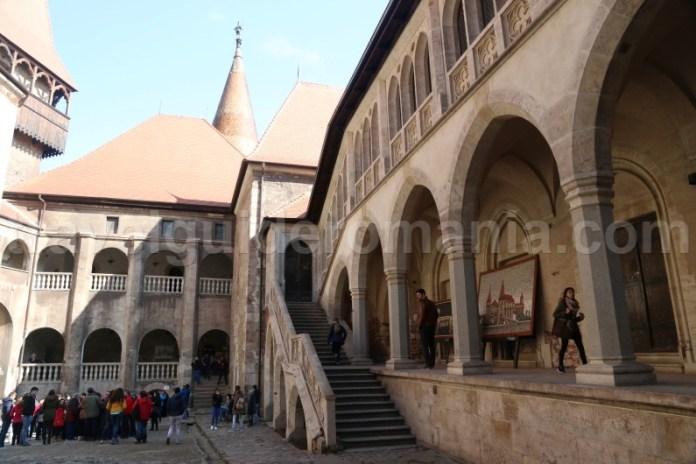 Top destinatii turistice Romania - Castelul Corvinilor