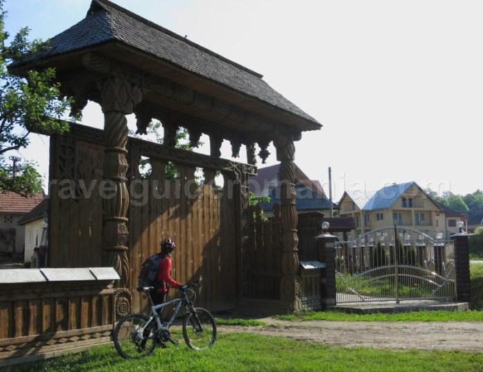 Destinaţia ecoturistică Mara Cosău Creasta Cocoșului Maramureş bicicleta porti maramuresene