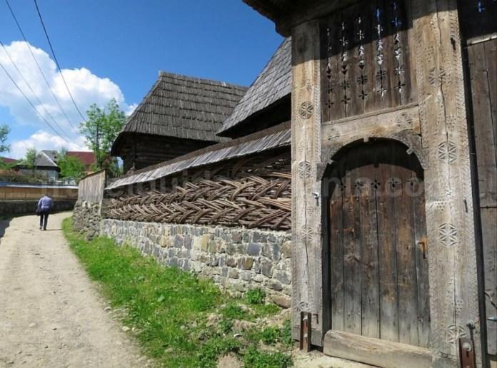 Destinaţia ecoturistică Mara Cosău Creasta Cocoșului Maramureş porti lemn maramuresene