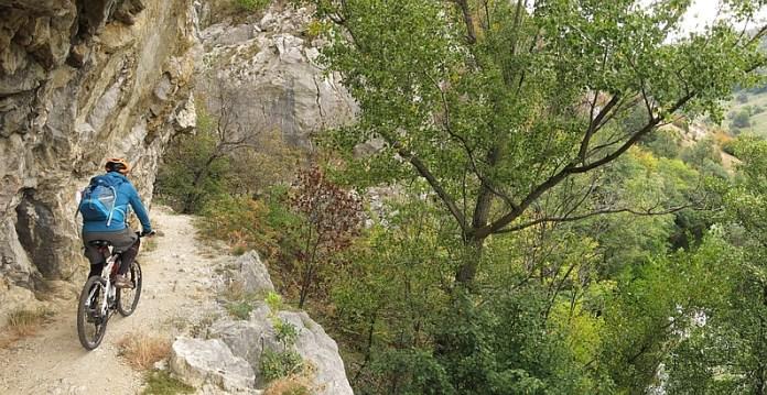 Parcul National Cheile Nerei-Beusnita la tunele ciclism1