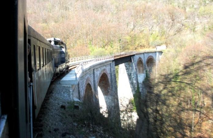 tren-montan-anina-oravita-viaduct-jitin