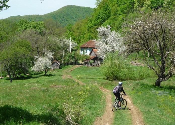 sate cehesti banatul montan mountain biking