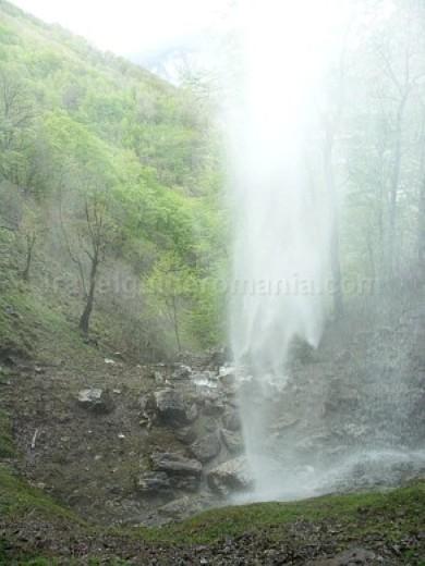 Parcul Naţional Domogled - Valea Cernei cascada vanturatoarea
