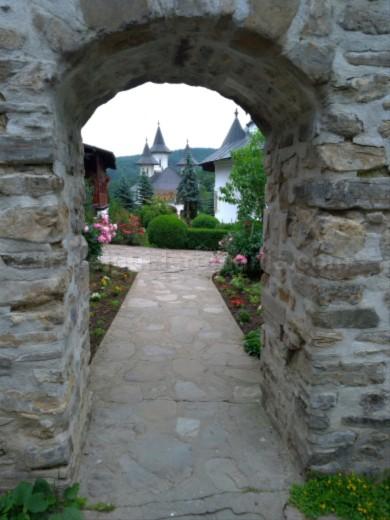 manastirea secu parc vanatori neamt biserica