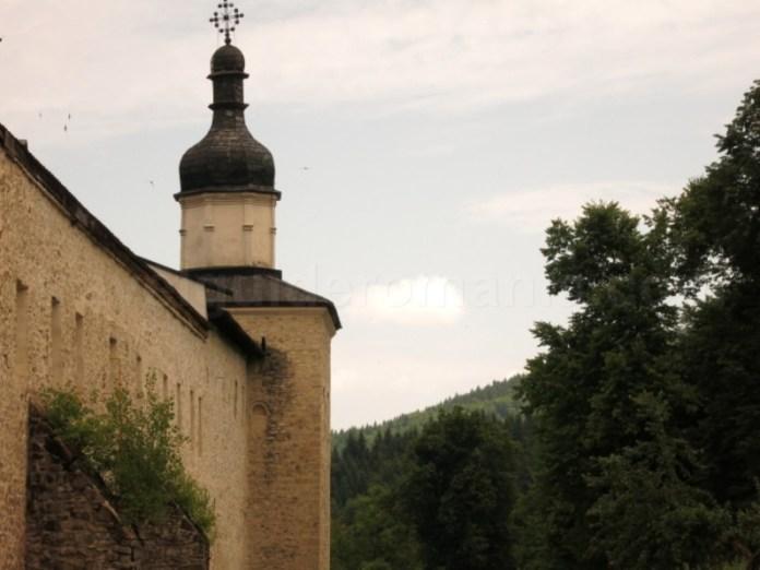 manastirea secu ziduri parc vanatori neamt tinutul zimbrilor