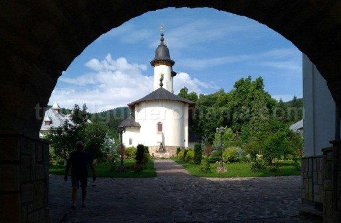 manastirea varatec parc vanatori neamt tinutul zimbrilor