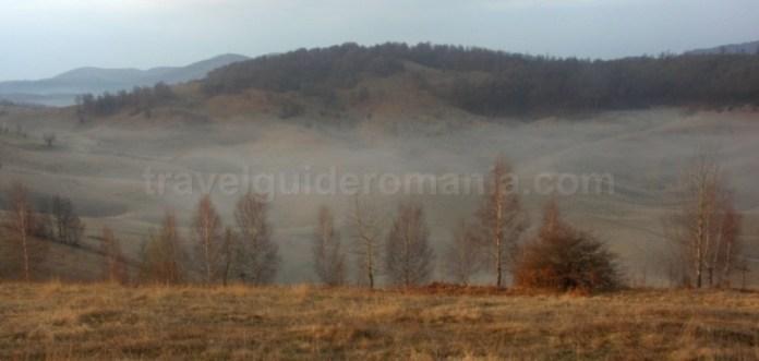 Platoul Vascau Apuseni doline ceata