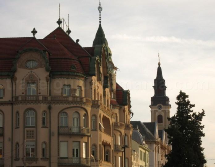 Palatul Vulturul Negru si Biserica cu luna Oradea