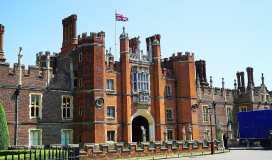 https://www.hrp.org.uk/hampton-court-palace/#gs.WIGa2vg