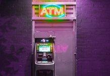 Cómo evitar pagar las comisiones bancarias mientras viajas 1