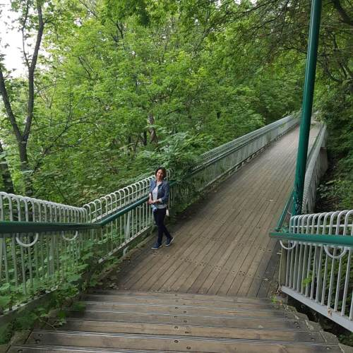 The Governor's Walk connects Terrasse Dufferin to the Plains of Abraham. The boardwalk has about 300 steps accompanied by gorgeous views of the St. Lawrence River.